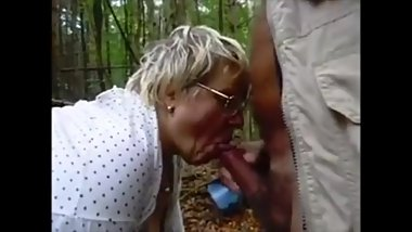 Granny Dogging Sucking Dick and Get Cum in Mouth