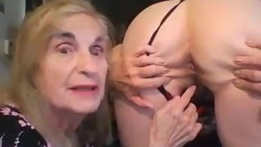 Granny Patty works out her girlfriend's anal hole