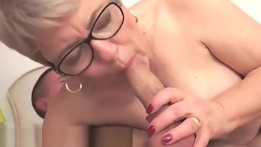 Beautiful spex gilf sucks cock in closeup