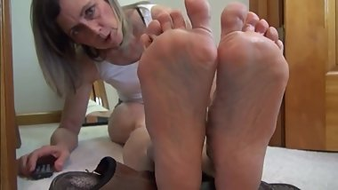 Tomboy feet and mature bare soles
