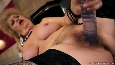 Old porn star Effie uses toys to make herself cum.