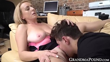 Classy granny in lustful oral session with much younger studien