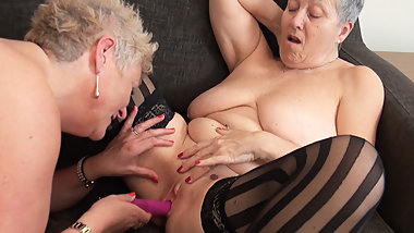 Granny Savana - Squirting Grannies