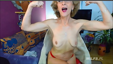 Hot granny flexes very sexy biceps on web cam