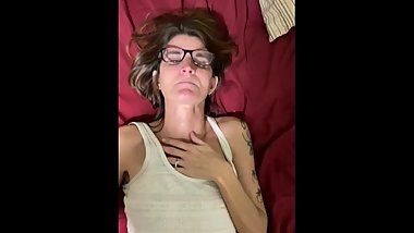 Skinny granny quickie creampie before bed