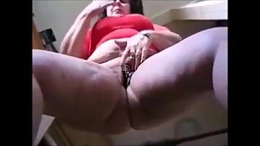 Granny in pantyhose show her big butt and masturbating