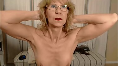 Brandi4u flexes her granny biceps on cam