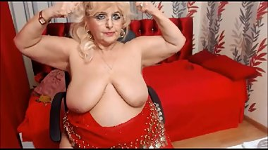 Big titty granny loves to flex on cam