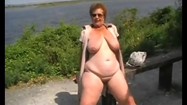 Big Bobbs BBW Granny Flashing Outdoors