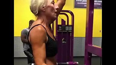 tanned old woman does pull ups