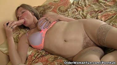 Mature milf fucks herself with a dildo