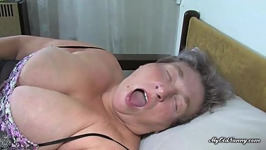Curvy gall and her nanny share dildo