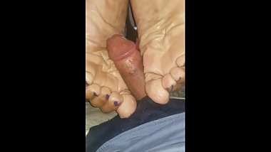 My moms friend granny wrinkled soles 1st solejob