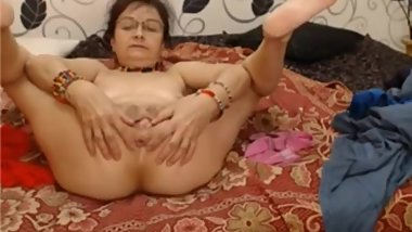Grandma on cam masturbates her vagina and asshole.