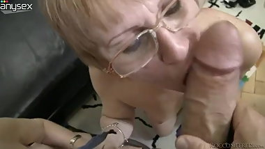 Slutty granny Zora White sucks dick together with her girlf