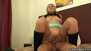 Granny Bet - Choosing the older one - Zdenka Malekova
