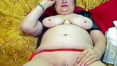 Busty granny fingers her weet mature pussy on webcam