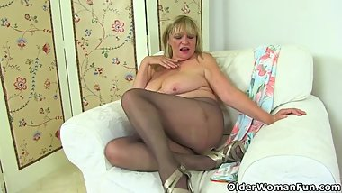 British gilf Alisha loves vibrating her clit with sex toy