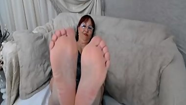 OLD FAT WOMAN SOLES ON CAM