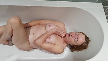 British Mature  takes a piss bath then plays with herself