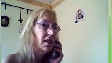 German Granny fuck herself on Webcam