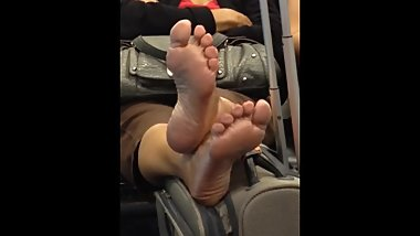 Candid - Barefoot granny exposing her soles at the airport