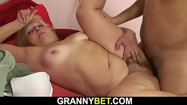 Picked up old blonde gets her hairy pussy fucked