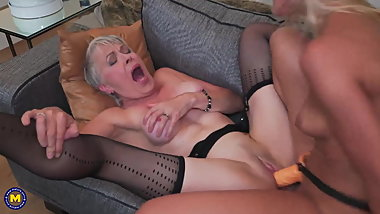 Granny and cute girl Cherry Kiss try wild sex