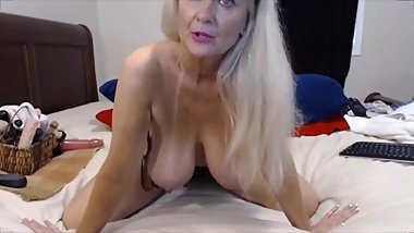 Famous granny Tammy shows pro anal